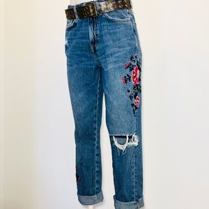 H&M size 6 embroidered floral distressed jeans